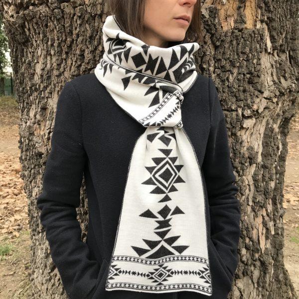 """Scarf """"Kanatitsa"""" black-white"""