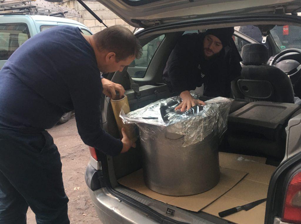 Шеф Йонко Дяков освен с приготвянето на вкусен гулаш за над 250 човека, се включи активно и в покриването и товаренето на храната.