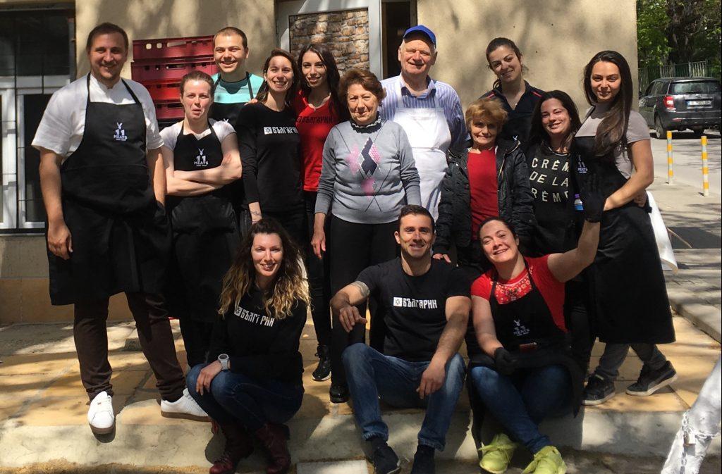 Годишен отчет на Фондация БЪЛГАРИН за 2019 год. - Част от екипа доброволци на Фондация БЪЛГАРИН след поредната успешна свършена работа съвместно с Фондация Йонко Дяков